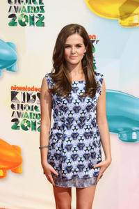 http://img292.imagevenue.com/loc145/th_358055329_CFF_Zoey_Deutch_Nickelodeons_25th_Annual_Kids_Choice_Awards_In_LA_March_31_2012_004_122_145lo.jpg
