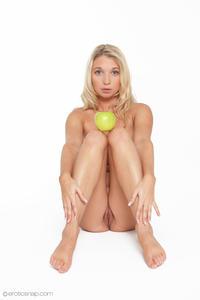 http://img292.imagevenue.com/loc222/th_625962643_tduid300163_eroticsnap_mina_forbiddenfruit_16_lg_123_222lo.jpg