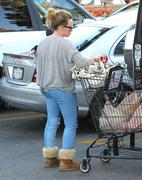 http://img292.imagevenue.com/loc377/th_423365599_Hilary_Duff_Shopping_in_Beberly_Hills3_122_377lo.jpg