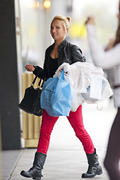 http://img292.imagevenue.com/loc388/th_890310145_Hayden_Panettiere_out_and_about_in_NYC5_122_388lo.jpg