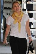 http://img292.imagevenue.com/loc425/th_028129973_Hilary_Duff_Shopping_in_Beverly_Hills8_122_425lo.jpg
