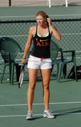 http://img292.imagevenue.com/loc440/th_441301869_Sharapova_training_2006_07_122_440lo.jpg
