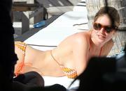 th_107544029_Celebutopia_NET.Doutzen_Kroes_relaxing_in_Miami_Beach.03_24_2011.HQ.2_122_445lo.jpg