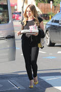 http://img292.imagevenue.com/loc482/th_665379229_Hilary_Duff_head_to_a_party1a_122_482lo.jpg
