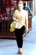http://img292.imagevenue.com/loc486/th_392762564_Hilary_Duff_Out_in_Beverly_Hills6_122_486lo.jpg