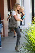 http://img292.imagevenue.com/loc538/th_186934845_Hilary_Duff_out_in_LA4_122_538lo.jpg
