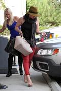 http://img292.imagevenue.com/loc591/th_198275948_Hilary_Duff_VPilates5_122_591lo.jpg